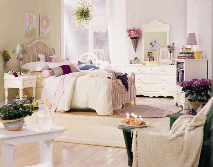 Живые цветы в спальне