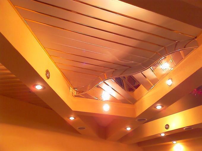 Подвесной потолок из пластика фото