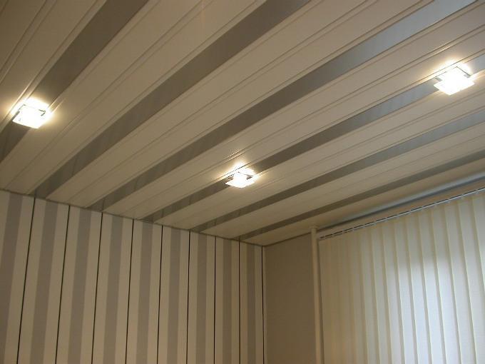 Как сделать подвесной потолок из пластика?