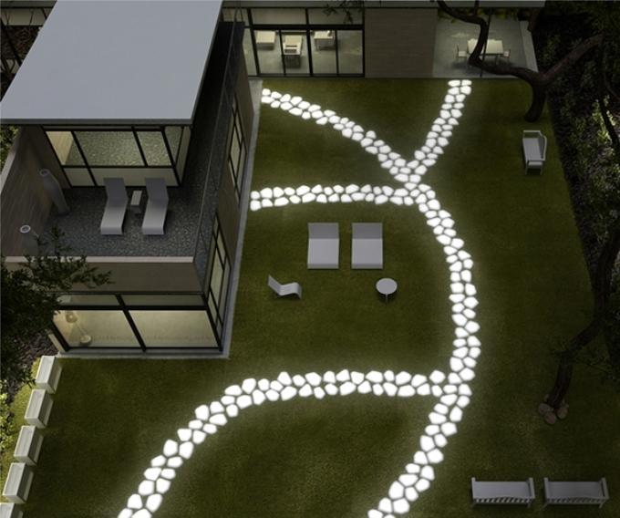 Светящиеся камни в дизайне садовых дорожек