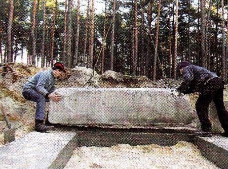 Монтаж первого ряда фундаментных блоков