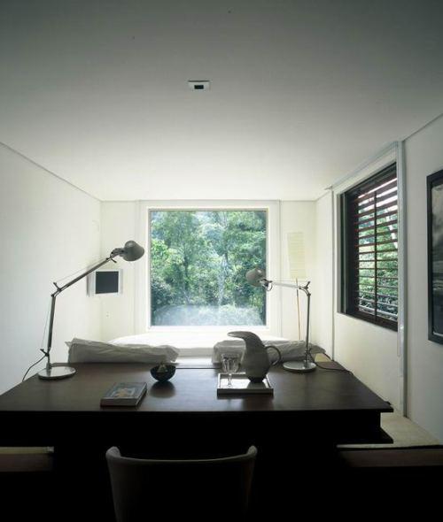 Спальная комната с письменным столом