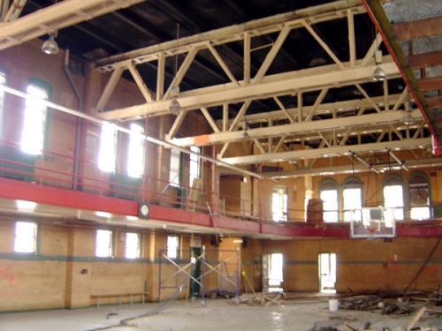 Баскетбольная площадка, переделанная в фантастический дом