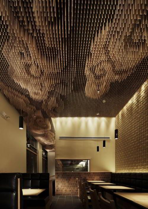 Потолок с деревянных палочек