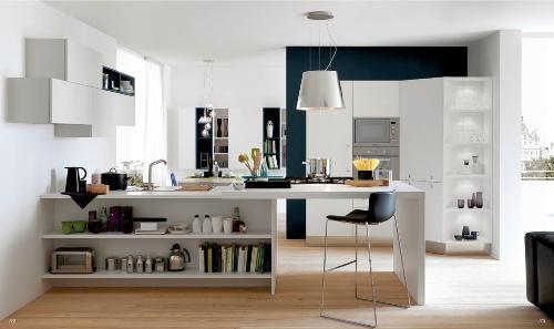 Сочетание белого и синего цветов на кухне