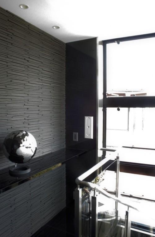 Лестничная клетка и глобус в доме