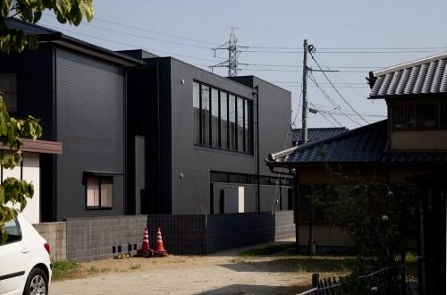 Дом Black Slit в Окаяма-Сити. Сзади
