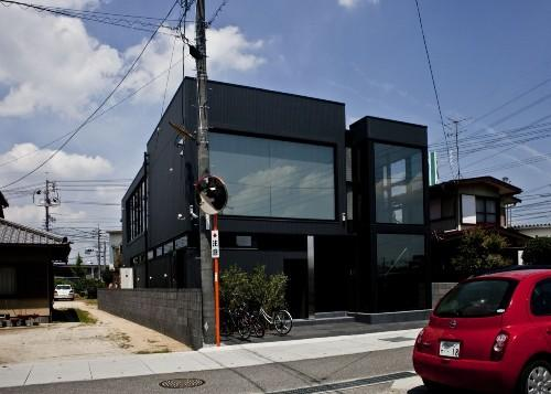 Дом Black Slit в Окаяма-Сити