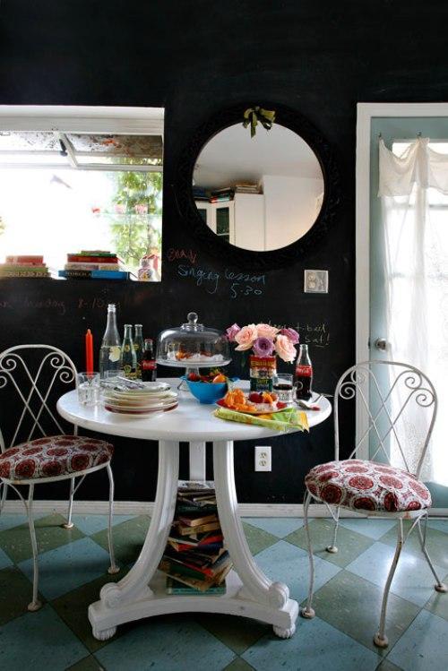 Дом дизайнера интерьеров. Маленький обеденный стол