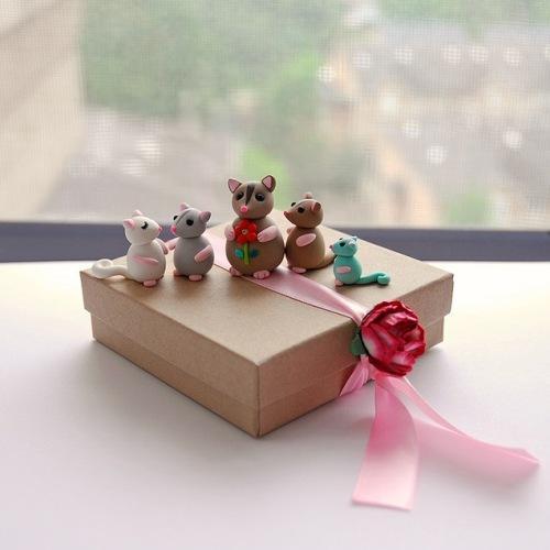 Глиняные фигурки и подарочная коробка