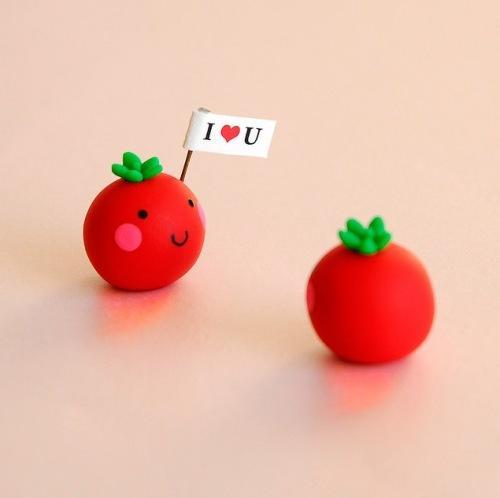 Глиняные фигурки два влюбленных помидора