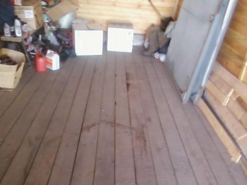 Пол в гараже из деревянных досок