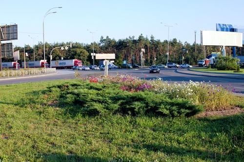 Цветочная клумба возле м Бориспольской