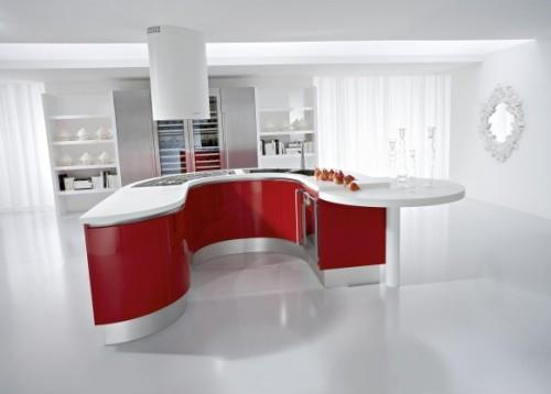 Красная кухня в белом интерьере