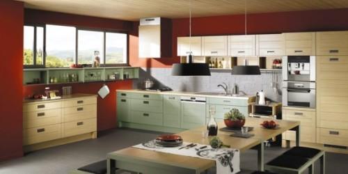 Красная кухня с более темным оттенком ближе к коричневому
