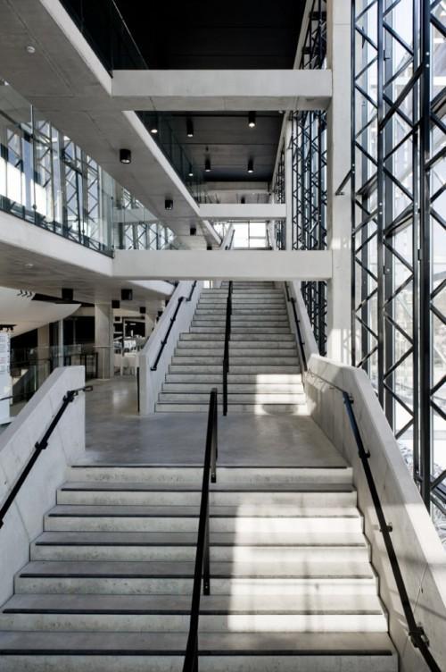 Большая лестница. Культурный центр в Ипре