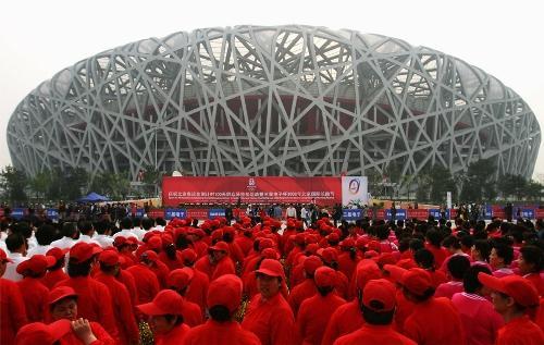 Национальный стадион в Пекине. Толпа болельщиков