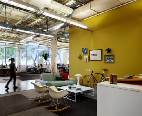 Новый дизайн офис Facebook с креслами-качалками