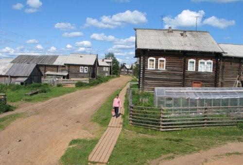 Грунтовая дорога в деревне