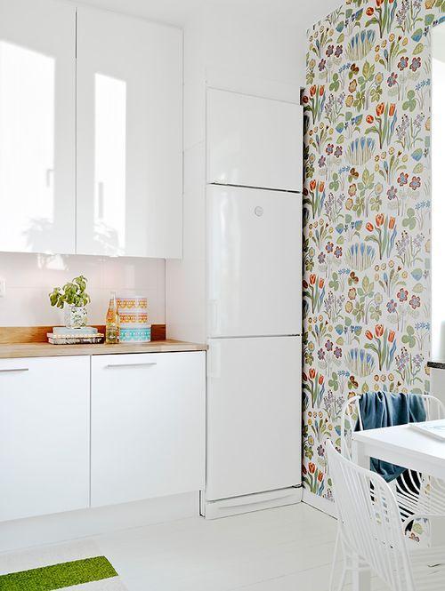 Белая кухонная стенка