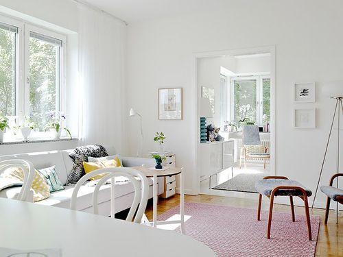 Белая прихожая в квартире