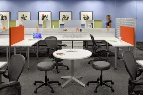 Проект новых рабочих мест в eBay. Открытый офис в черно-белых цветах