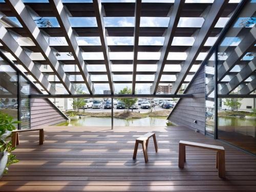 Шоурум Cocage от студии Suppose Design Office. Открытое пространство с выходом к воде