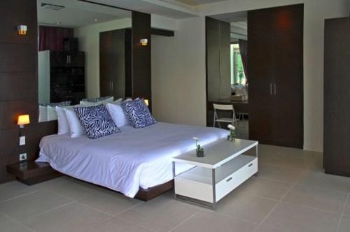 Вилла Чи в Таиланде. Спальня с двухспальной кроватью