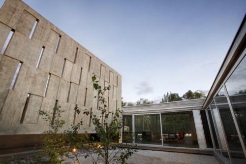 Вилла Codina House в Мендозе с большими витражами