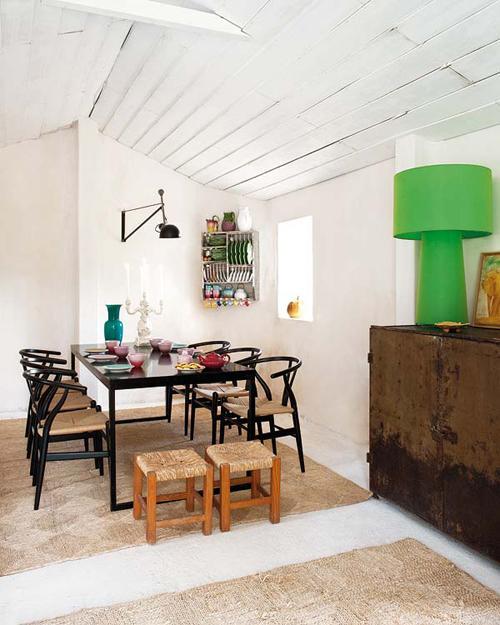 Загородный дом Monica Penaguiao. Обеденный стол