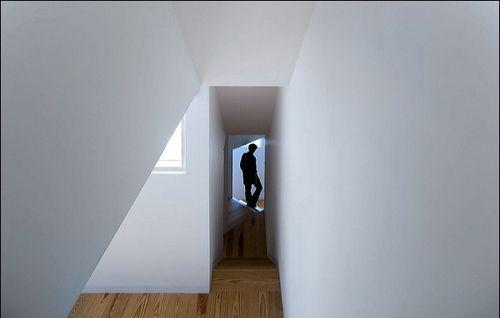 Узкий проход в доме