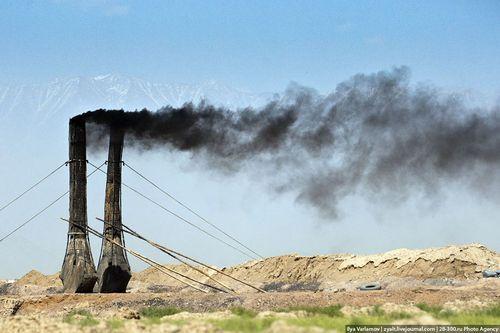 Производство кирпича в Афганистане на заводе
