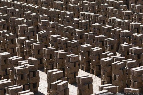 Фабрика по производству кирпича в Афганистане