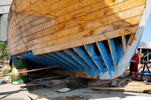 Обшивка каркаса лодки