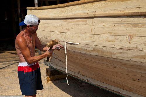 Уплотнение швов в лодке