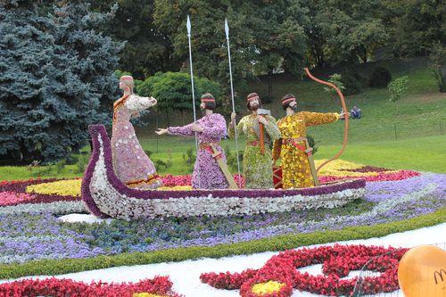 Основатели Киева в Цветах