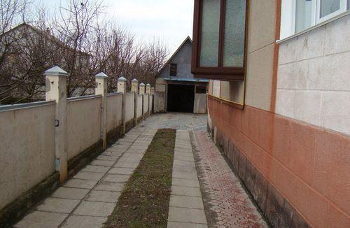 Подъезд к гаражу из бетонных плиток