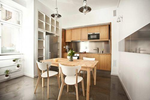 Простая кухня в маленькой квартире