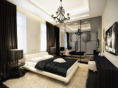 Спальня с белой кроватью и черным одеялом