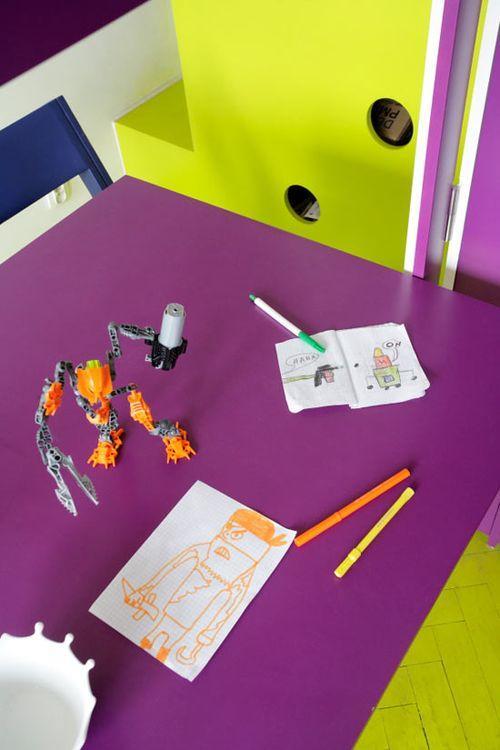Детский стол в маленькой квартире