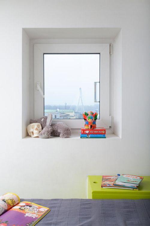 Маленькое окно в квартире