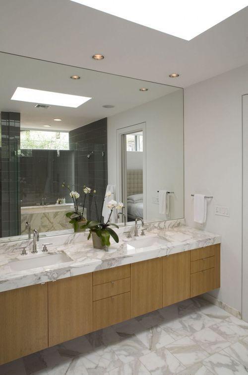 ванная комната с орхидеей