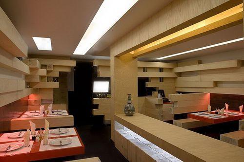 Интерьер ресторана с деревянных брусьев
