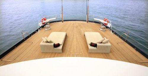 палуба на красивой яхте