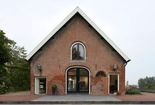 Как из сарая сделать прекрасный дом?
