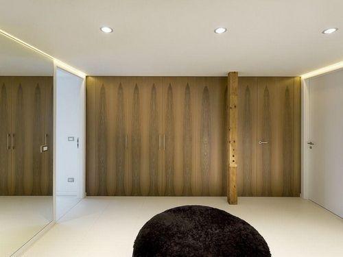 Просторная комната на чердаке