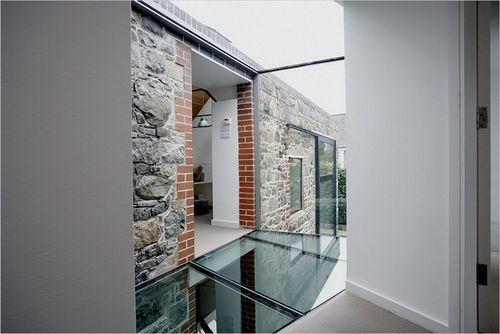 Стеклянный пол и стеклянные стены