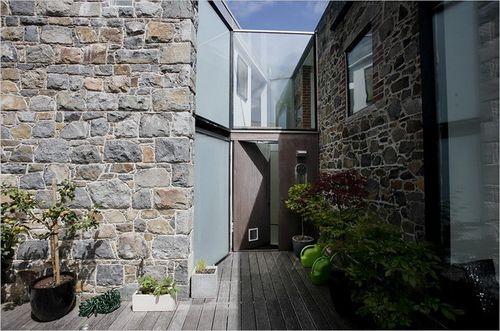 задний двор в каменном доме
