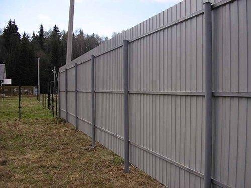 Какой высоты должен быть забор на даче?