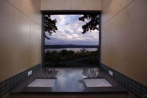 ванна с большим окном